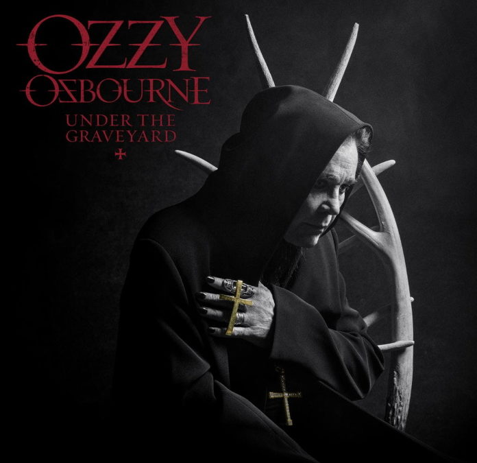 """Após 10 anos, Ozzy Osbourne conquista primeiro lugar nas paradas com """"Under the Graveyard"""""""